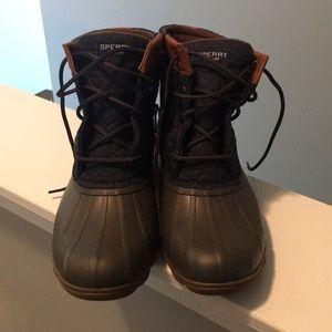 Like new women's Sperry waterproof boots